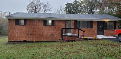 Single Family Home For Sale: 2104 Ollie St