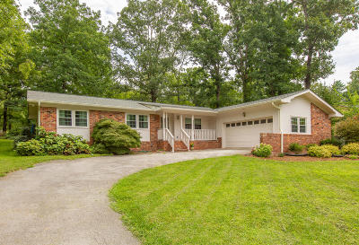 Signal Mountain Single Family Home Contingent: 202 Pinehurst Ln