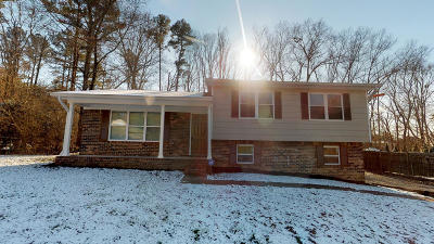 Rolling Brook Single Family Home Contingent: 1920 NE Greendale Dr
