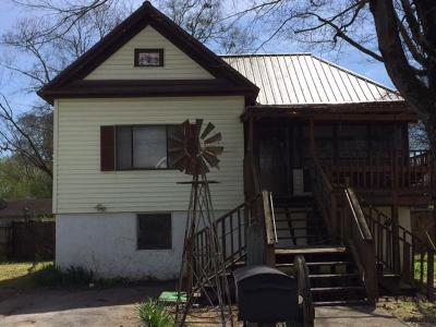 Chickamauga Single Family Home For Sale: 202 W Eighth St