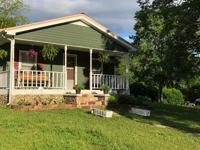 Soddy Daisy Single Family Home For Sale: 425 Red Bird Ln