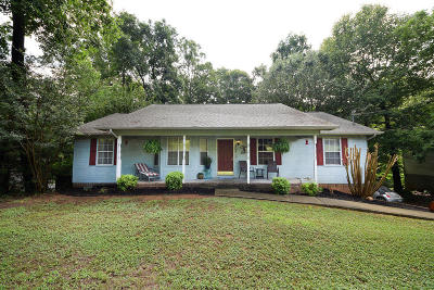 Royal Oaks Single Family Home For Sale: 352 NE Fairhill Dr
