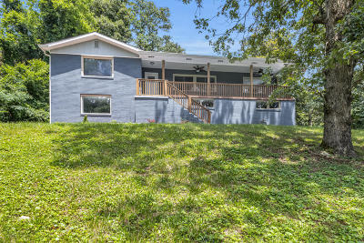 Single Family Home For Sale: 2400 N Crest Rd