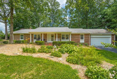 Signal Mountain Single Family Home Contingent: 1117 Woodbine Way