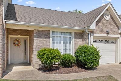 Townhouse For Sale: 6107 Amber Brook Dr