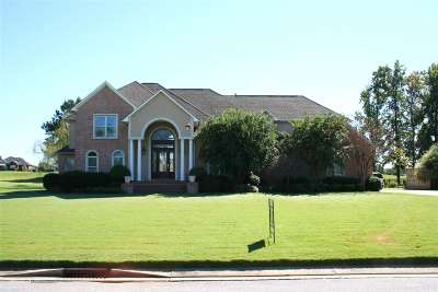 Dyersburg Single Family Home Backup Offers Accepted: 1810 Clubhouse Drive