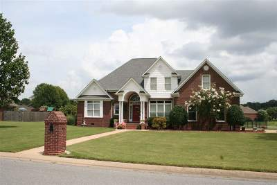Dyersburg Single Family Home For Sale: 1812 Fairway