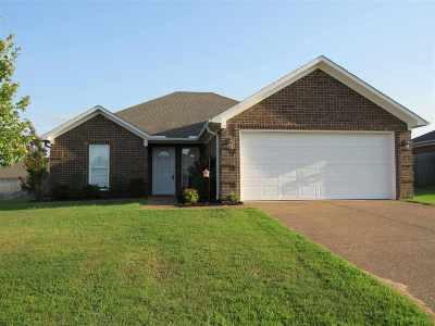 Medina Single Family Home For Sale: 116 Thornton Drive