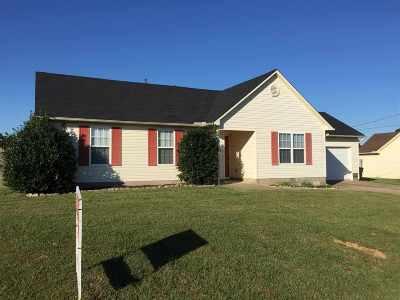 Oakfield Single Family Home For Sale: 284 Eagle Ridge