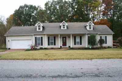 Lakewood Single Family Home For Sale: 25 White Oak Circle