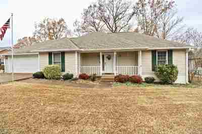 Milan Single Family Home For Sale: 6021 Oakwood Dr