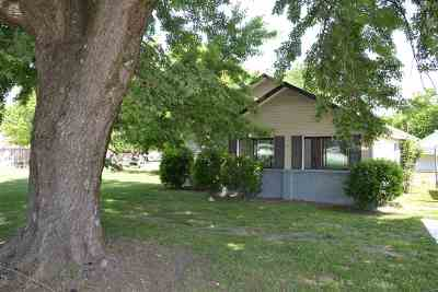 Single Family Home For Sale: 316 E Foster