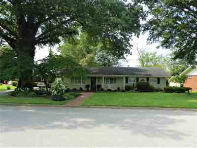 Single Family Home For Sale: 1308 Harbert