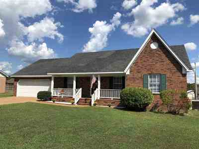 Henderson County Single Family Home For Sale: 102 Hedgewood Dr