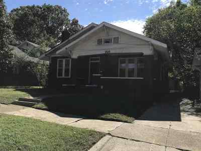 Madison County Single Family Home For Sale: 208 Division