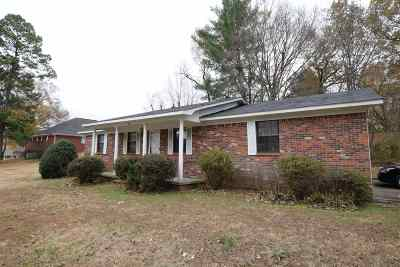 Bradford Single Family Home For Sale: 113 Meadowbrook