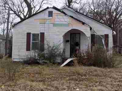 Single Family Home For Sale: 404 E 4th