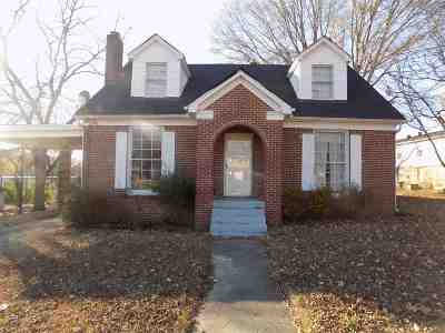 Single Family Home For Sale: 1104 S College