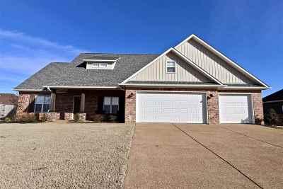 Medina Single Family Home For Sale: 132 Heritage Sq
