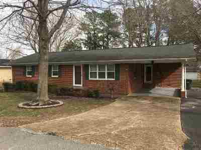 Carroll County Single Family Home For Sale: 210 N Chestnut