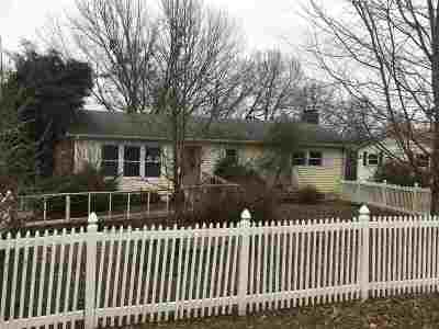 Carroll County Single Family Home For Sale: 214 Como St