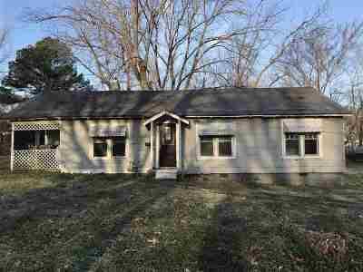 Trenton Single Family Home For Sale: 409 Stadium St