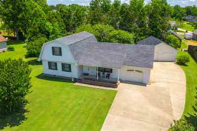 Henry County Single Family Home For Sale: 605 Fairfield