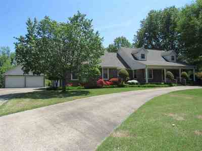 Dyersburg Single Family Home Backup Offers Accepted: 1000 Dianne Dr
