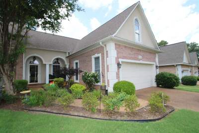 Single Family Home For Sale: 126 Country Club Ln