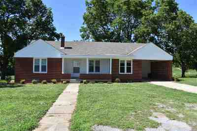 Dyer County Single Family Home Backup Offers Accepted: 6204 Hwy. 104 E