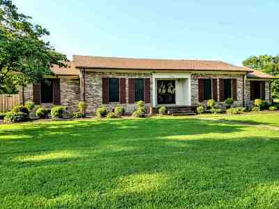 Dyersburg Single Family Home For Sale: 1704 Whitney Young Cove