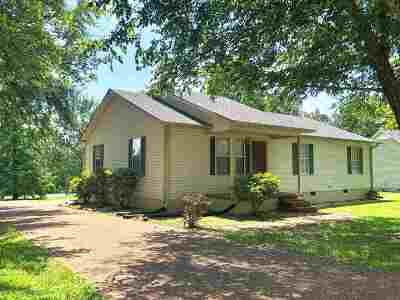 Henderson County Single Family Home For Sale: 25 Red Oak Cir