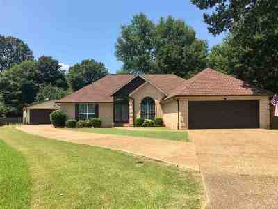Single Family Home For Sale: 201 Foxworth