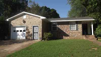 Madison County Single Family Home For Sale: 17 Flint Dr