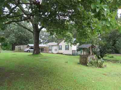 Dyersburg Single Family Home Backup Offers Accepted: 6517 Hwy 104 E