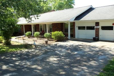 Single Family Home Closed: 917 Lakewood Dr