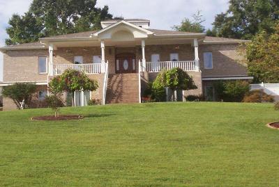Louisville Single Family Home For Sale: 4026 Taliaferro Lane