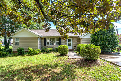 Single Family Home For Sale: 1207 Blossom Lane