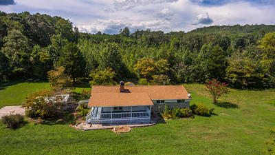 Single Family Home For Sale: 516 Buck Creek Rd