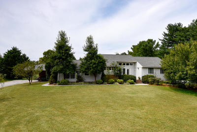 Louisville Single Family Home For Sale: 2752 Mentor Rd
