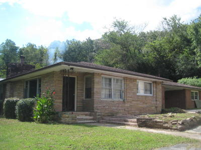 Oliver Springs Single Family Home For Sale: 708 W Tri County Blvd