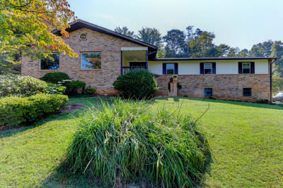 Louisville Single Family Home For Sale: 1529 Crestwood Drive