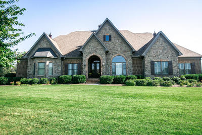 Louisville Single Family Home For Sale: 3611 Plantation Court