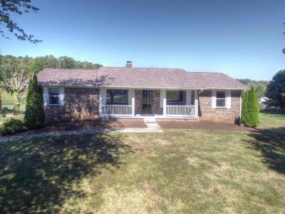 Louisville Single Family Home For Sale: 3144 Little Dug Gap Rd