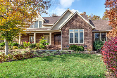 Knoxville Single Family Home For Sale: 6229 Oak Tree Lane