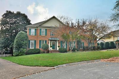 Knoxville Single Family Home For Sale: 1005 Castlerock Court