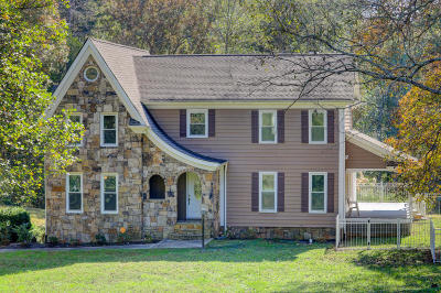 Knoxville Single Family Home For Sale: 2703 Pine Hill Drive