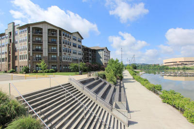 Knoxville Condo/Townhouse For Sale: 445 W Blount Ave #517
