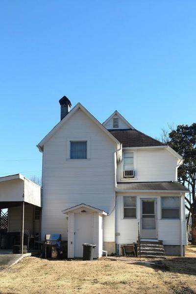 Single Family Home For Sale: 219 N Front St