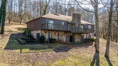Louisville Single Family Home For Sale: 1447 Crestwood Drive